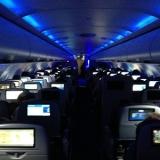 Chris Cooke tiết lộ lý do để đèn tối khi máy bay hạ cánh