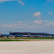 Hàng trăm máy bay đậu kín sân bay Nội Bài do dịch Covid 19 lần 4